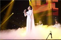 Thần tượng Bolero vòng bán kết:  Đàm Vĩnh Hưng nằm dài trên sân khấu xem Ngọc Sơn nhảy