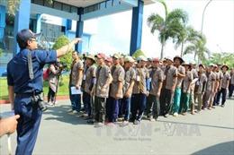 Tàu Cảnh sát biển đưa 695 ngư dân từ Indonesia trở về an toàn