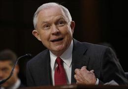 Thẳng thừng từ chối trả lời trong phiên điều trần, Bộ trưởng Tư pháp Mỹ khiến các nghị sỹ tức giận
