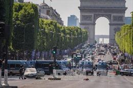 Tìm thấy nhiều súng trong nhà thủ phạm vụ đâm xe ở Paris
