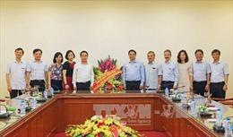Đồng chí Phạm Minh Chính thăm, chúc mừng cán bộ, phóng viên Thông tấn xã Việt Nam