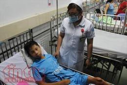 Chuyện hy hữu: Kim khâu đâm vào tim bé trai, bác sĩ phải cho tim ngừng đập để mổ lấy ra