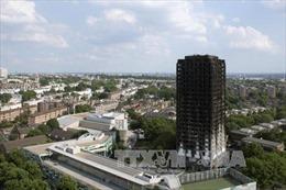 Ngừng bán tấm ốp dùng cho tháp 27 tầng cháy ở London