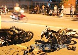 Chạy quá nhanh, đâm vào xe máy ngược chiều, hai người tử vong