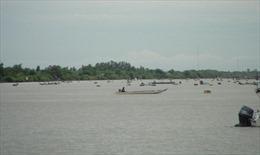Hiểm họa từ những đáy dây neo trên sông Gành Hào - Hộ Phòng