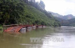 Tuyên Quang huy động thuyền chở người dân sau khi cầu Bắc Danh đứt cáp