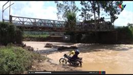 Sập cầu Nậm Ban do mưa lũ tại Sơn La