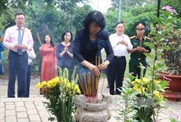 Phó Chủ tịch nước dâng hương tại Nghĩa trang Hàng Dương, Côn Đảo