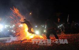 Độc đáo nghi lễ nhảy lửa của người Dao đỏ