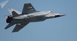 Xem chiến đấu cơ MiG-31 của Nga tiêu diệt tên lửa siêu thanh