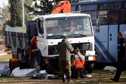 Trung Quốc: Tấn công bằng kéo và đâm xe tải khiến nhiều người thương vong