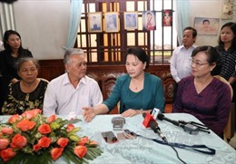 Chủ tịch Quốc hội thăm và tặng quà gia đình chính sách tại TP Hồ Chí Minh