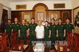 Thượng tướng Lương Cường thăm, tặng quà nguyên Tổng Bí thư Lê Khả Phiêu