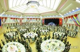 Thử ICBM thành công, lãnh đạo Triều Tiên hết cõng chuyên gia lại mở tiệc chiêu đãi