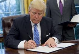 Tổng thống Mỹ Donald Trump ký phê chuẩn dự luật trừng phạt Nga