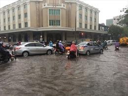 Cảnh báo mưa to, gió giật mạnh tại Hà Nội