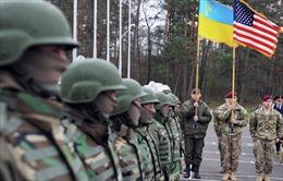 Mỹ chuyển vũ khí cho Ukraine: Chiến tranh tại Donbass sắp xảy ra?