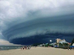 Ảnh chụp cùng 'đám mây lạ' ở bãi biển Sầm Sơn thu hút sự quan tâm trên mạng xã hội