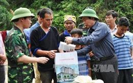 Phó Chủ tịch Quốc hội Phùng Quốc Hiển thăm hỏi nhân dân vùng lũ Mù Cang Chải