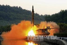 Tổng thống Trump tuyên bố cứng rắn, Triều Tiên dọa phóng tên lửa vào đảo Guam