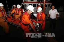 Thuyền viên bị chấn thương nặng do dây cáp cẩu quật trúng