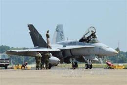 Chiến đấu cơ Mỹ gặp sự cố, phi công bật dù thoát thân