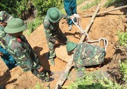 Đắk Lắk: Phát hiện 2 quả bom sót lại sau chiến tranh nằm trong vườn nhà