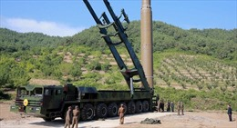 Tên lửa Triều Tiên vào vị trí, cả thế giới chờ xem quyết định của ông Kim Jong-un ra sao