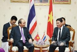 Thủ tướng Nguyễn Xuân Phúc gặp Tỉnh trưởng Nakhon Phanom, Thái Lan