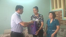 Nữ nhân viên y tế bị hành hung vì đi vận động phun thuốc muỗi
