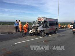 Đồng Nai: Va chạm giữa xe container và xe khách, ít nhất 4 người bị thương