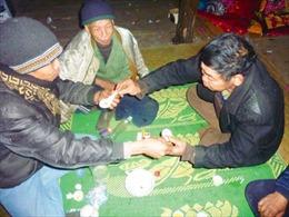 Uống rượu bằng thìa - Nét văn hóa độc đáo của dân tộc Nùng An