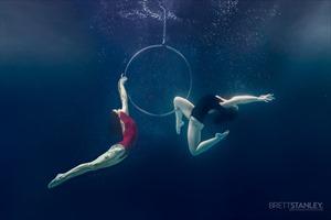 """Xiếc dưới nước và vẻ đẹp sáng chói của """"Mỹ nhân ngư"""""""