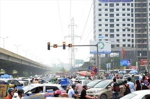 Dòng người ùn ùn rời Thủ đô, giao thông ùn tắc