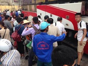 Nghẹt người bến xe Giáp Bát sau dịp nghỉ lễ dài