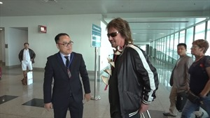 Danh ca Chris Noman đã đến Việt Nam
