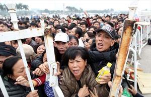 Méo mặt chen lấn mua vé trận Việt Nam - Indonesia