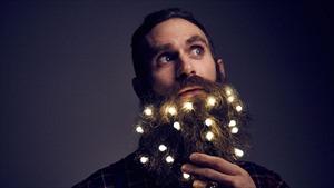 """Giáng sinh này, đàn ông Anh trang trí """"cây râu Noel"""""""