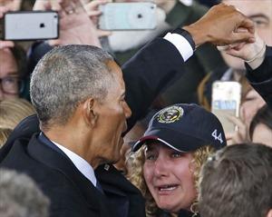 Cuộc chia tay ngập tràn cảm xúc của ông Obama