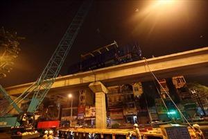 Toa tàu đường sắt trên cao đầu tiên lên đường ray an toàn