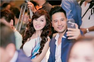 Ngắm chiếc váy 2.000 USD làm bằng tay, có ý tưởng từ thuyết ngũ hành của ca sĩ Kavie Trần