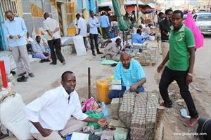 Kỳ lạ 'đất nước' dân thừa tiền mang ra chợ bán