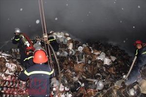 Tận thấy hình ảnh tan hoang sau vụ cháy nổ dữ dội tại khu vực cảng Sài Gòn