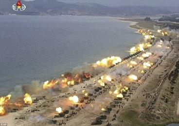 Xem 300 khẩu pháo Triều Tiên khạc lửa trong tập trận lớn chưa từng có