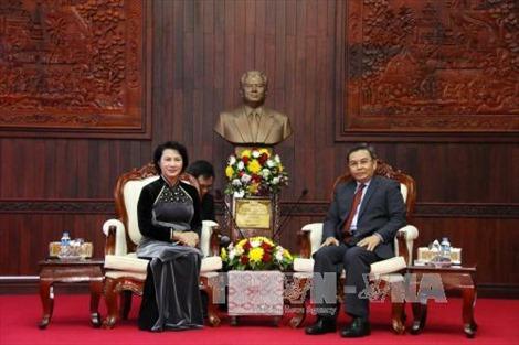 Chủ tịch Quốc hội hội kiến Chủ tịch Ủy ban Trung ương Mặt trận Lào