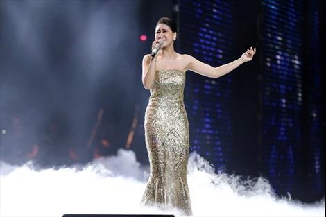The Voice 2017 vòng liveshow: Phương Mai dũng cảm mang hit 'Ánh sáng đời tôi' của Thu Minh lên sân khấu