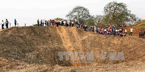 20.000 du khách đến thăm di tích Chiến trường Điện Biên Phủ dịp 30/4