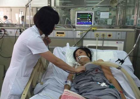 Chồng suy sụp vì vợ mắc bệnh hiểm nghèo, không có bảo hiểm y tế