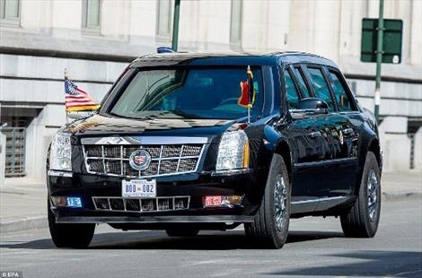 'Quái thú' không lọt cổng Điện Hoàng gia Bỉ, Tổng thống Donald Trump phải xuống đi bộ