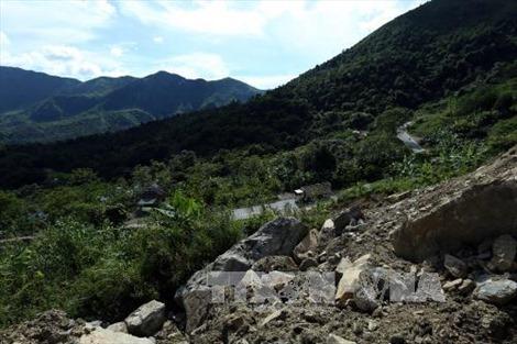 Nhiều sai phạm ở mỏ khai thác đá trên đèo Tằng Quái - Mường Ẳng